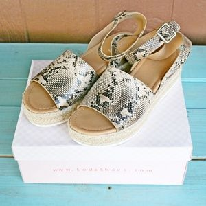 SODA Topic Sandals Espadrille Natural Python Sz 10
